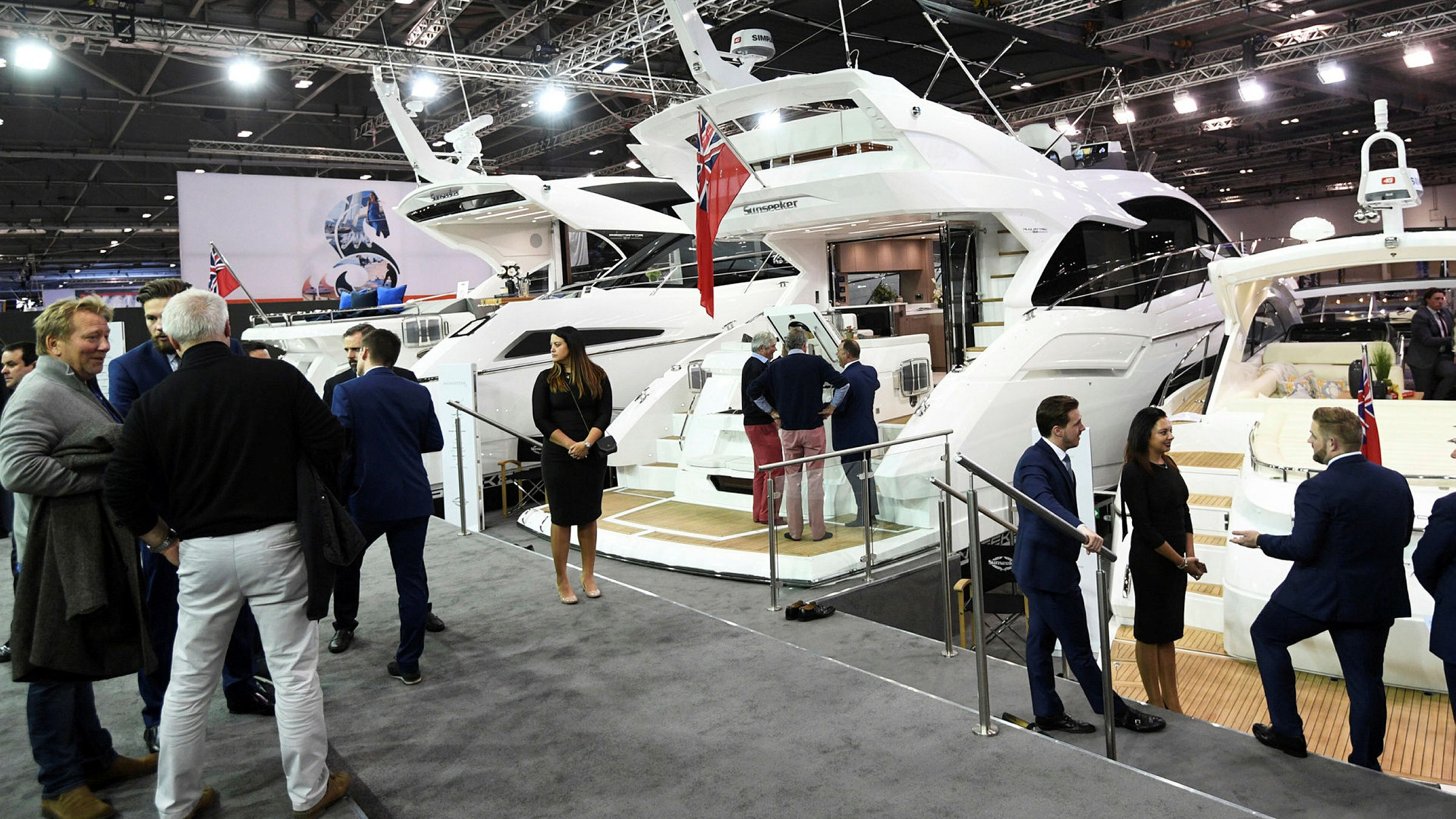 Trade show industry awaits world where people can mingle again   Financial  Times