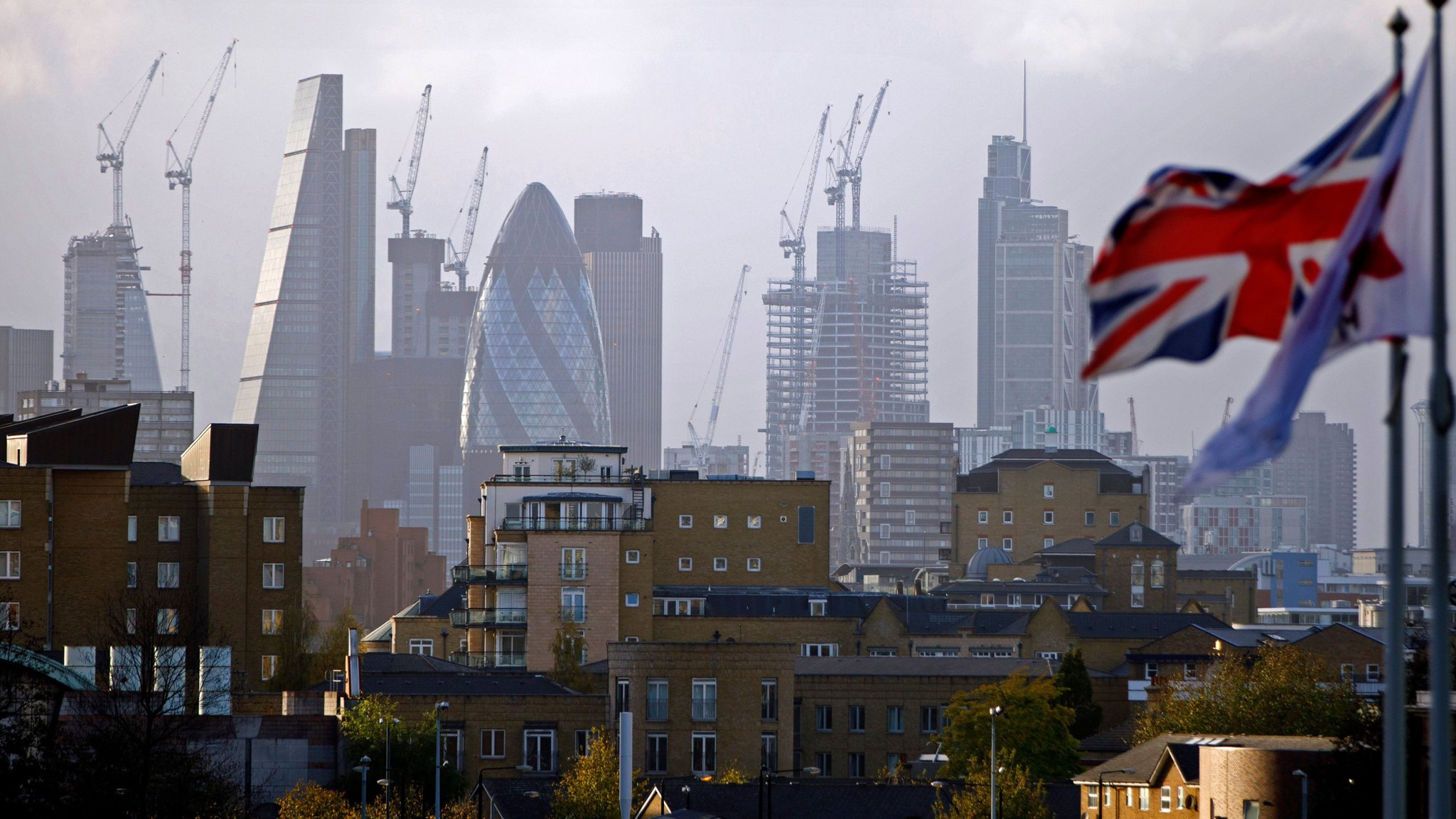 ft.com - Jennifer Thompson - UK asset management sector passes £9tn milestone