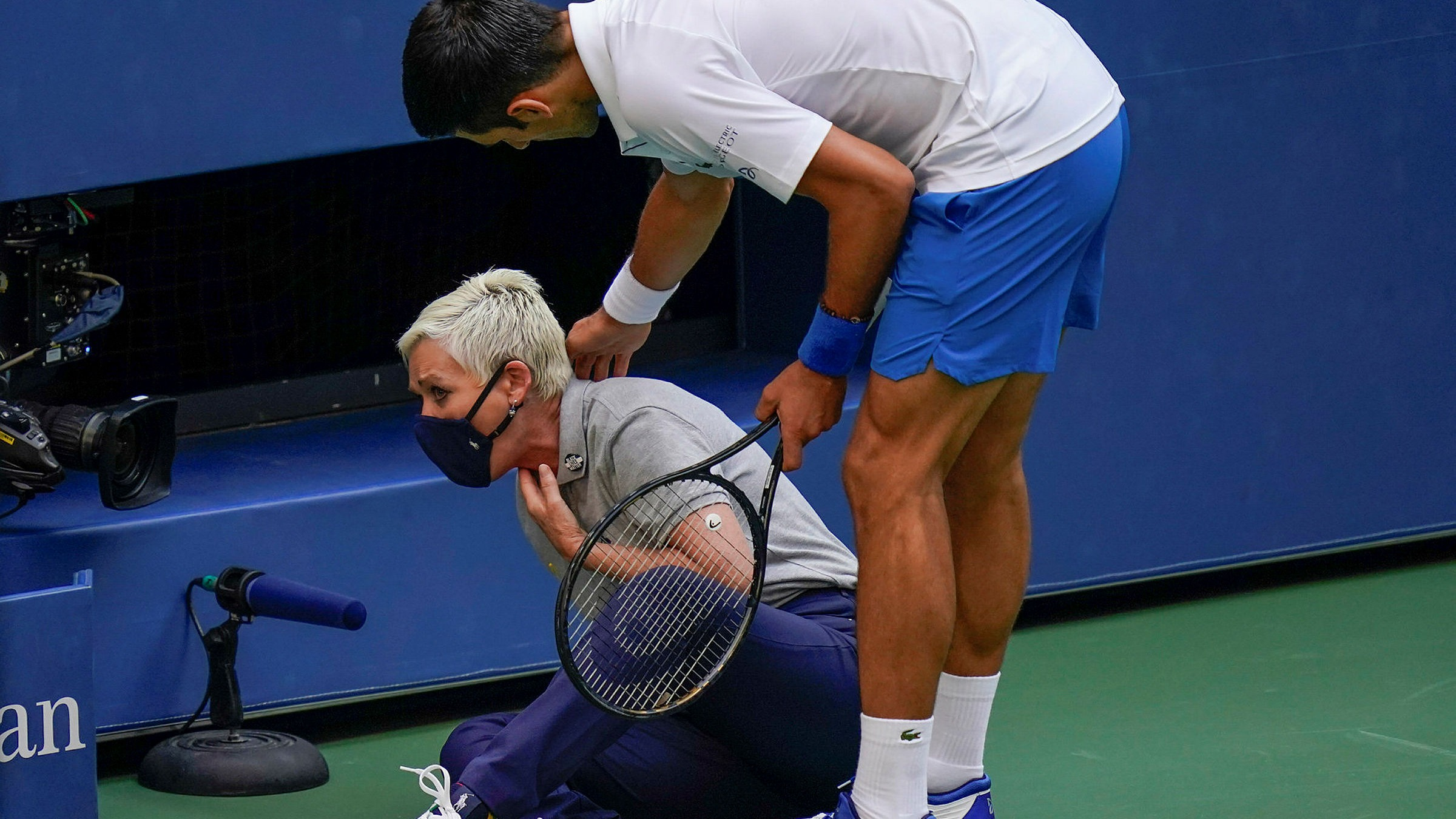 Djokovic Out Of Us Open After Accidentally Hitting Match Official Financial Times