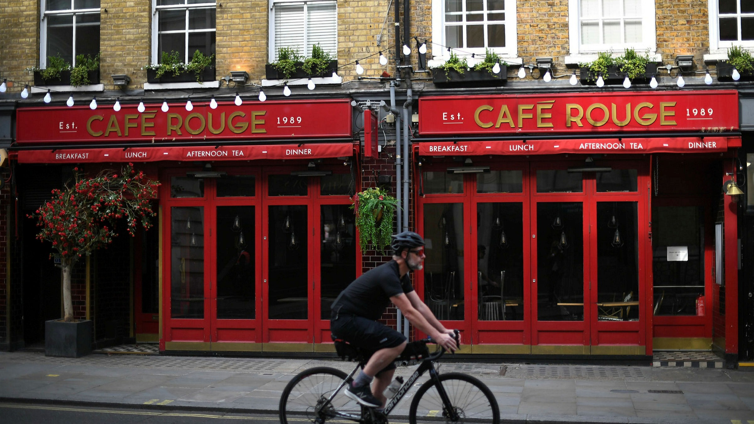 Casual Dining Group Closes 91 Sites And Axes 1 900 Jobs Financial Times