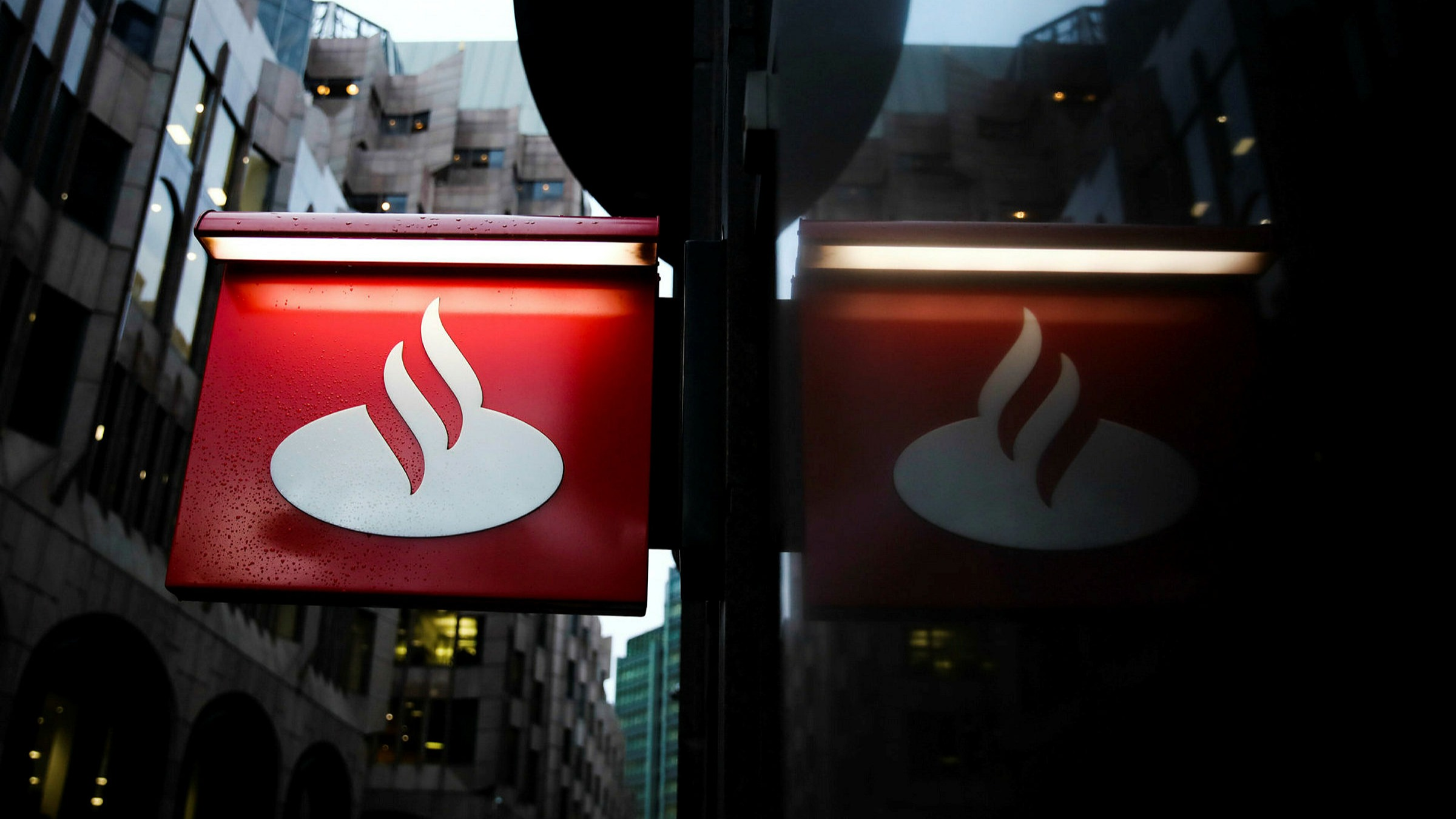 Santander cuts rate on 123 current account