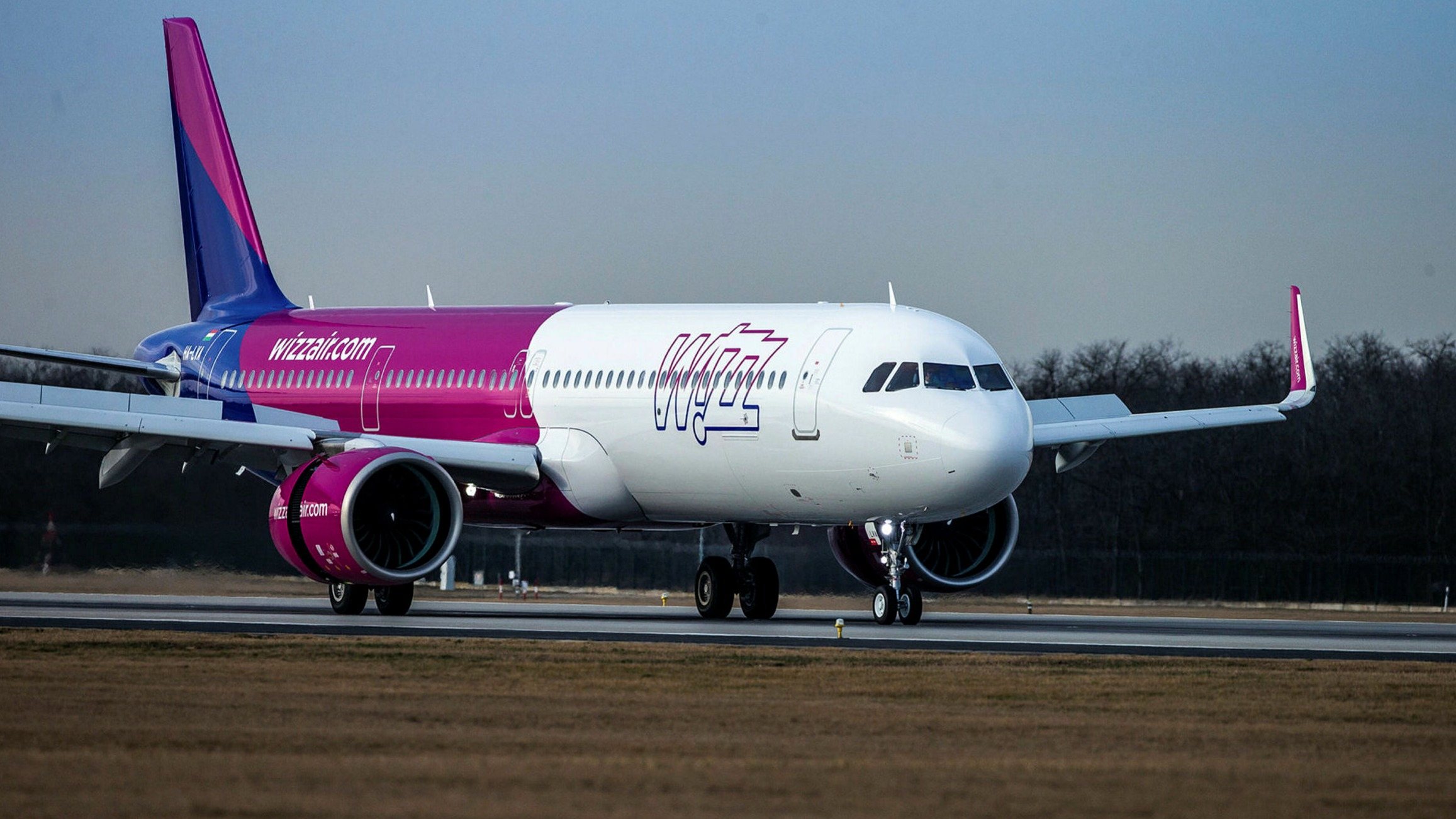 Wizz Air Expands Uk Operations With Plan For Gatwick Base Financial Times