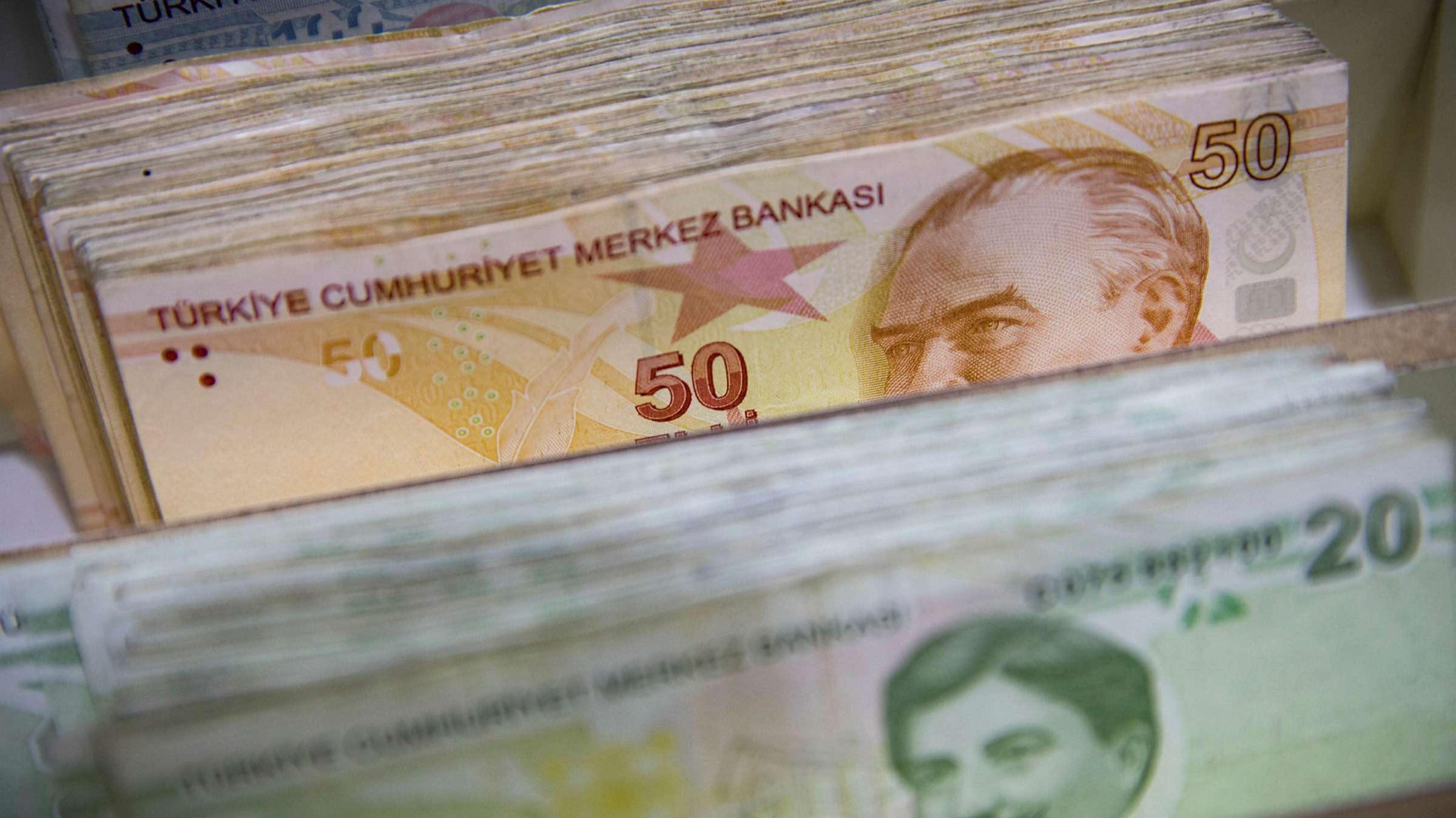 Turkey bans FX trades with UBS, Citi and BNP as lira hits record low |  Financial Times