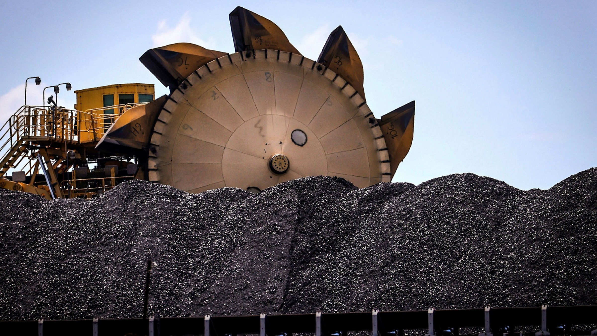 ft.com - Neil Hume, Natural Resources Editor - Thermal coal prices soar as demand for electricity rebounds