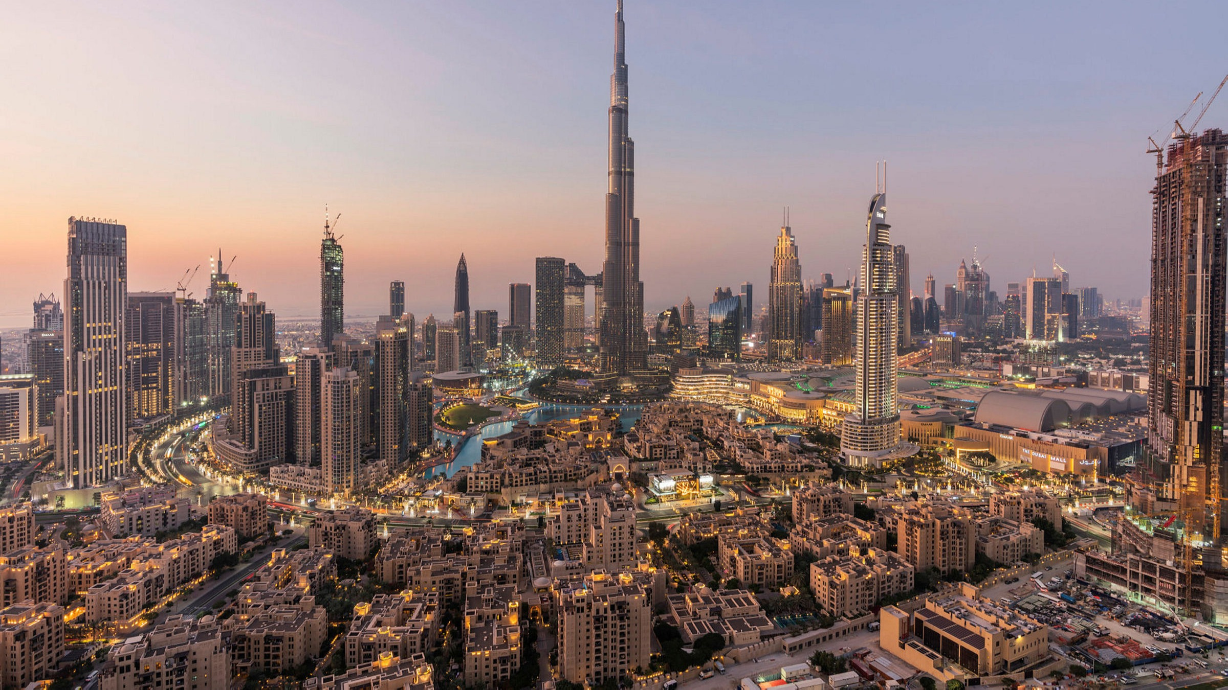 UAE shakes up residency rules by offering passports to wealthy expats |  Financial Times