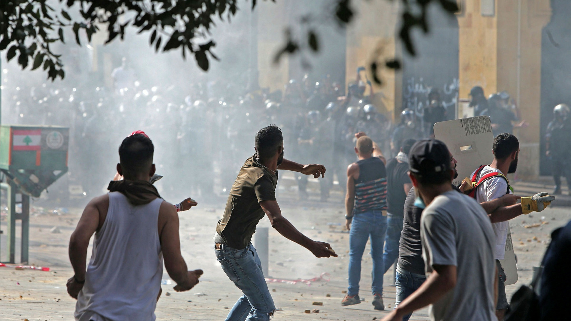 Protests turn violent in Beirut as anger against leaders grows | Financial  Times