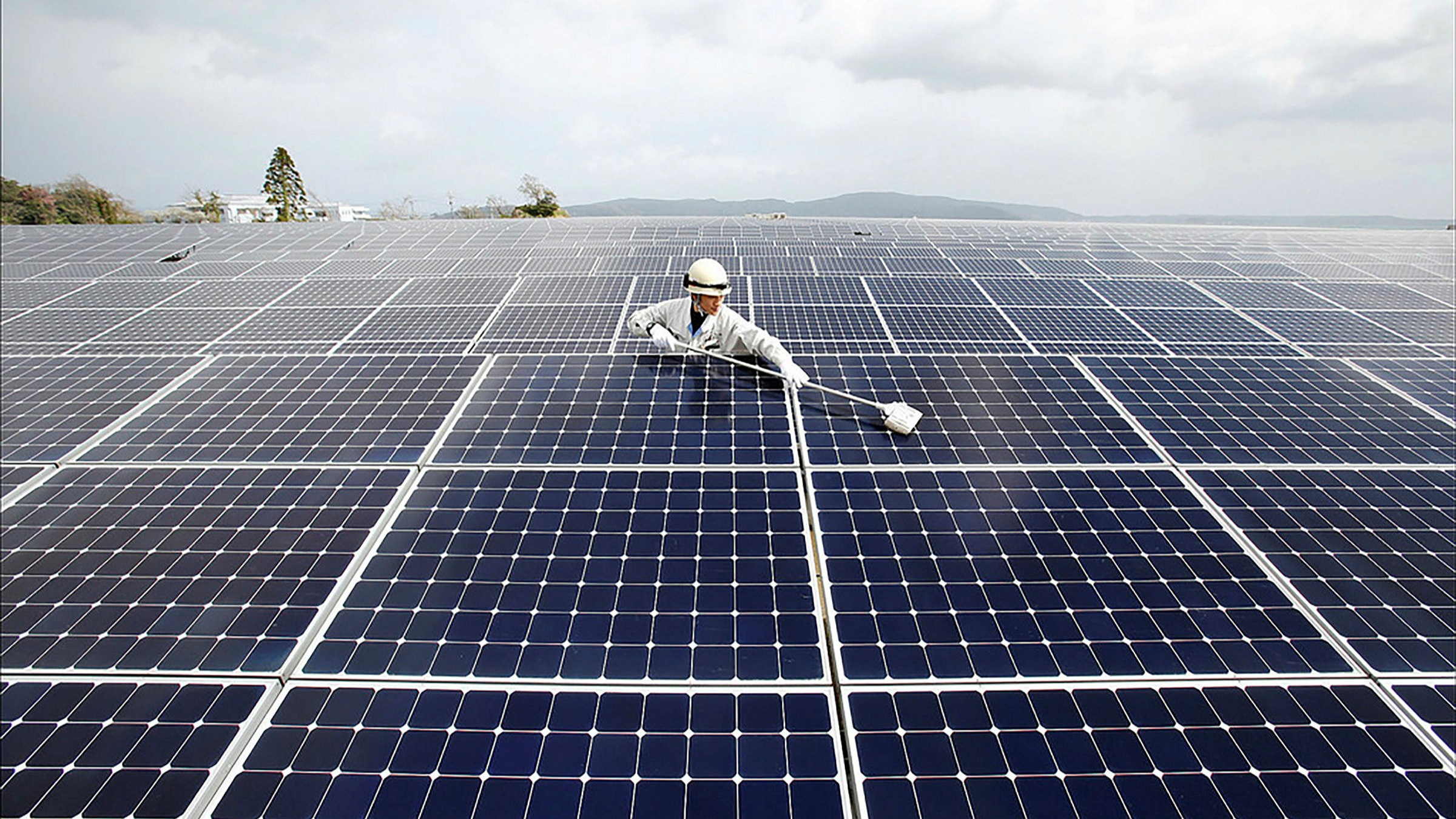ft.com - Leo Lewis - Sun fails to shine on Japan's solar sector